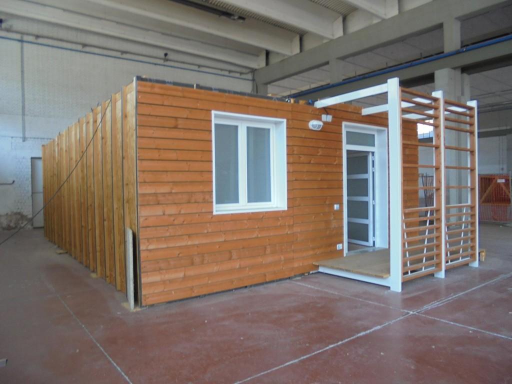 Casa prefabbricata in legno shelbox 9 80x6 70 mq for Case mobili normativa 2016